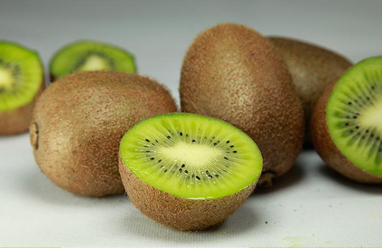 猕猴桃的热量表每(100克),,我们每天吃几个猕猴桃合适?