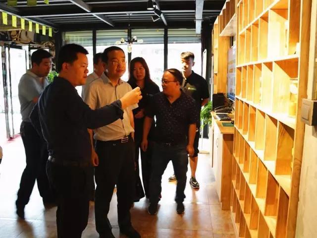 浙江百草味集团公司等客商、县委书记杨向喜莅临中国猕猴桃网运营服务中心