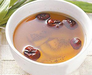 冬季护肝秘方 猕猴桃红枣茶保护肝功能
