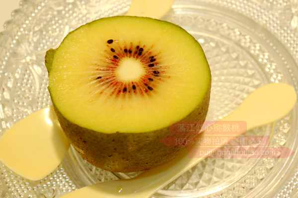 红心猕猴桃奇异果中的VC是西瓜的八倍