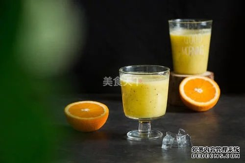 酸甜可口的猕猴桃香蕉橙汁