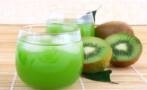 猕猴桃榨汁要加水吗 猕猴桃和什么一起榨汁好喝
