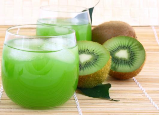 猕猴桃榨汁加什么水果好 要去皮加水吗