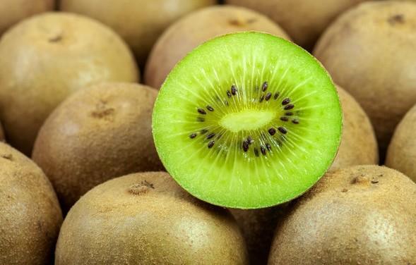 猕猴桃到底应该怎么挑?软果和硬果哪个好?什么硬度时吃最合适?